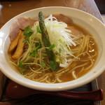麺 チキンヒーロー - 鶏中濃(700円、斜め上から)