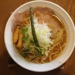 麺 チキンヒーロー - 鶏中濃(700円、真上から)