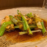 shinchuugokuryourikouryuu - 牡蠣と九条葱の山椒香り炒め