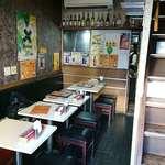 ビニタ - BINITA 東陽町店 店内1階 ちょっと暗め & 狭め
