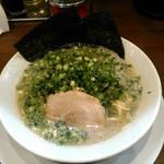 九州釜焚きとんこつ ばってんラーメン - 料理写真:ねぎラーメン  800円(税別)  まずはバリカタで。麺は茹でる前100~110g。