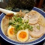 麺家 くさび - くさびマル得豚骨醤油麺(201809)