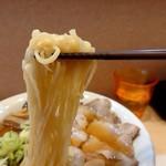 優味麺亭 やまどり - チャーシューワンタン麺 麺アップ(201812)