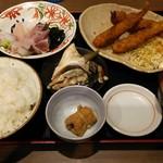魚がし食堂 中央市場店 - お刺身とメギスフライ定食。