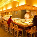 よし寿司 - 1Fのカウンター席は、当店の自慢です♪