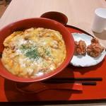 鳥開総本家 - とろ~りチーズの親子丼 唐揚げセット(\1,060)