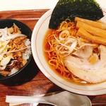 99572890 - 醤油ラーメンチャーシュー丼セット