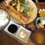 くるまえびキッチンTAMAYA - ゴジラ海老フライ定食