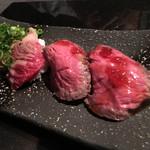 炭火焼肉・にくなべ屋 びいどろ - 肉寿司2種握り(肉鍋コース)