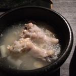 炭火焼肉・にくなべ屋 びいどろ - 手羽先の煮込み サムゲタン風(肉鍋コース)