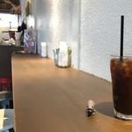 レザートランプキッチン - アイスコーヒーとアライグマ