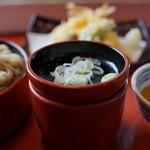 まるまつ - 薬味、蕎麦汁