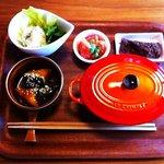 ビアドリット - 料理写真:ランチ☆主菜、副菜2品、サラダ、お味噌汁、ごはん、ミニデザート付