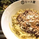 ミート屋 - 普通盛りサラダ付き¥900(税込) +トッピングモッツアレラチーズ¥100(税込)