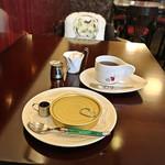 Cafe Chaton Rouge - クラシックプディング(税込500円)/ ハンドドリップコーヒー ライト(税込480円)