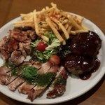VILLA ROSSO TRE - ロッソ肉盛りプレート2,000円(税別)