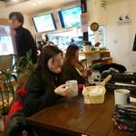 猿座カフェ - 店内