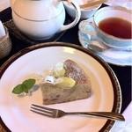 民芸茶房 栗の家 - 栗のクーヘンと紅茶のセット