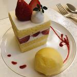 99593193 - シンプルな苺のショートケーキ。苺の鮮度がさすがです♡美味しい♡