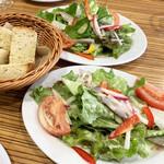 La ZAPPA - ランチセットのサラダとフォカッチャ