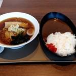 ごはん&カフェ モーメント - 料理写真:【2019.1.5(土)】醤油ラーメン280円+カレーライス280円