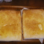 茶小屋 - 料理写真:モーニングのパン2人前