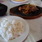マルカンデパート大食堂 - ライス 180円 味噌汁 100円
