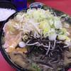 上越家 - 料理写真:中盛チャーシューメン(¥960)+きくらげ(¥80)+本日のサービストッピングねぎもやし(¥50)