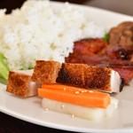 錦福 香港美食 - 【香港式焼物3種盛りセット@1,300円】皮付き豚バラ肉の焼き物:皮はカリッカリ。そして、酢漬けは優しい。