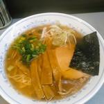 七面 - ラーメン  700円(税込)  ももチャー、メンマ、刻み葱&小松菜、海苔。
