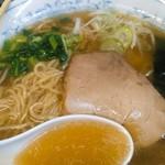 七面 - スープは鶏がらだけじゃないのかな?しっかりとしたお出汁感。