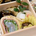 一善 - 白身と野菜の4色酢の物、  サーモンと山芋の酢大根金糸巻など