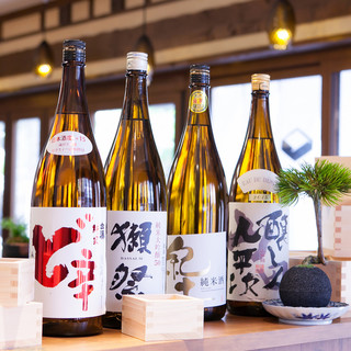 全国各地の日本酒40種以上揃えております