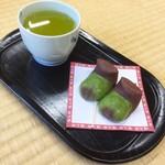 福太郎本舗 - 福太郎餅 お茶付きセット(200円税込)