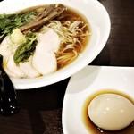 中華そば&親子丼 けのひ - 料理写真:煮干しラーメン。ハレトッピングで、鶏チャーシューと煮卵。