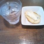 デジューネカンパニュラ - ①パスタランチの薄切りミニパンのチーズのせ
