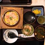 美奈毛 - 料理写真:カニ釜飯定食800円