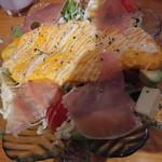 ナイーズ - チーズオムレツシーザーサラダ