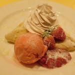 ジュリエッタ - フレッシュイチゴとストロベリーソース~ストロベリーアイス添え~(季節のドルチェピッツア)