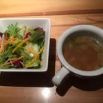 听 - サラダとコンソメスープ