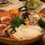 和実家 - 料理写真:刺身の盛り合わせ。旬の魚をご用意しています。