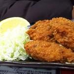 とん吉 - 料理写真:熱々牡蠣フライ
