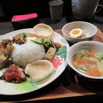 熱帯食堂 - 料理写真:ナシチャンプル