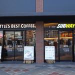 サブウェイ - シアトルズベストコーヒーと共用スペースになっています。 外からの入り口は別々ですが、中は一つのフロアになっています。