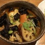カレー気分 - チキン野菜キクラゲトッピング(辛さ10番)