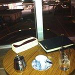 SUZU CAFE - 奥の窓側は喫煙席です・・・中庭に向いては禁煙席だと思います。