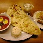 ラジャーインドレストラン - サヒセット コレにデザートが付いて1500円