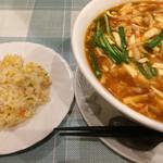 99664398 - 半炒飯付き麺