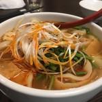 華記食府 -   牛バラ肉のせマーラー刀削麺