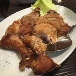 華記食府 - 四川伝統の鶏肉スパイシー揚げ